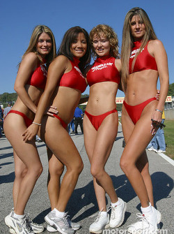 Starting grid: the always charming Hawaiian Tropic girls