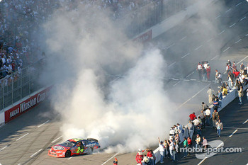 Jeff Gordon does a very smoky burnout