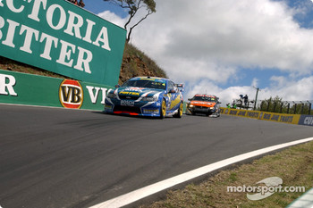 Paul Morris catches Russell Ingall during qualifying