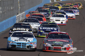 Restart: Kurt Busch races Jimmy Spencer into turn 1