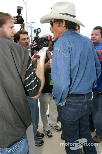 Petty Enterprises press conference: Richard Petty meets the media