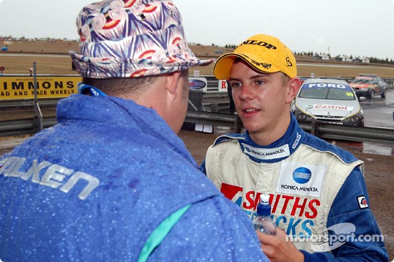Paul Morris congratulates Alan Gurr on his win