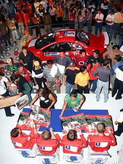 Peugeot drivers sign autographs