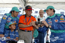Sauber Petronas demo in Kuching: Felipe Massa and Giancarlo Fisichella demonstrate steering wheel