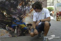 Renault drivers visit Bahrain: Fernando Alonso