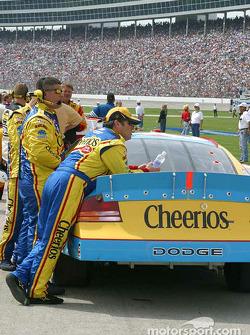 Jeff Green watches pre race activites
