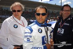Board member for Development BMW Group Prof Burkard Goeschel with Juan Pablo Montoya on the starting grid