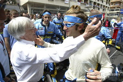 Bernie Ecclestone and Jarno Trulli on the starting grid