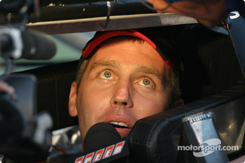 Jeremy Mayfield gets ready to qualify