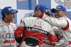 LM P1 podium: Tom Kristensen congratulated by JJ Lehto