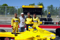 Nick Heidfeld, Guy Laliberté, Eddie Jordan and Timo Glock present the Message from Bahrain