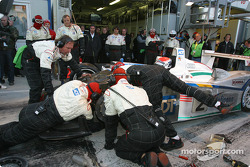 Pitstop for #2 Champion Racing Audi R8: JJ Lehto, Emanuele Pirro, Marco Werner