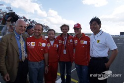 Gérard Saillant, Rubens Barrichello, Jean Todt, Michael Schumacher and the donors for ICM