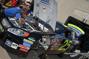 The GMAC Chevy team prepares the car