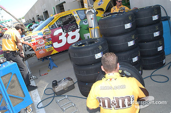 Elliott Sadler's M&M's Ford