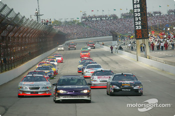 Pace car leads Tony Stewart and Matt Kenseth under yellow