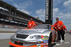 Tony Stewart's crew pushes the #20 onto the grid
