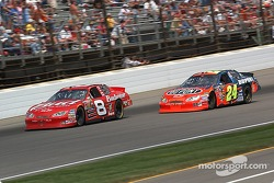 Jeff Gordon sets up Dale Earnhardt Jr. for a pass