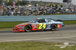 Jeff Gordon enters turn one