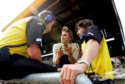Nick Heidfeld talks with engineers Dominic Harlow and James Robinson