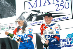 Podium: champagne for Milka Duno and Andy Wallace
