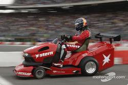 Lawnmower duel: Heinz-Harald Frentzen