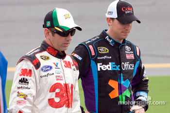 Greg Biffle, Roush Fenway Racing Ford and Denny Hamlin, Joe Gibbs Racing Toyota