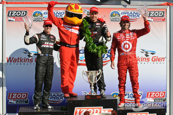 Podium: race winner Will Power, Team Penske, second place Ryan Briscoe, Team Penske, third place Dario Franchitti, Target Chip Ganassi Racing
