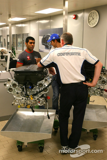 Mark Gallagher, General Manager of Cosworth's F1 Business Unit and Karun Chandhok, Hispania Racing F1 Team, visit of the Cosworth factory in Northhampton