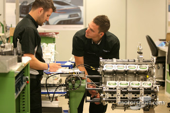 Cosworth mechanics, visit of the Cosworth factory in Northhampton