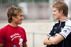 Renger Van Der Zande talks to Nico Hulkenberg, Williams FW32 Cosworth