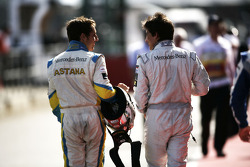 Daniel Juncadella talks to Roberto Merhi