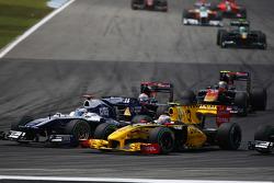 Rubens Barrichello, Williams F1 Team and Vitaly Petrov, Renault F1 Team