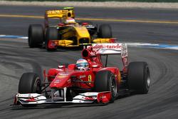 Fernando Alonso, Scuderia Ferrari leads Vitaly Petrov, Renault F1 Team