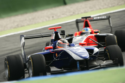 Josef Newgarden leads Adrian Quaife-Hobbs