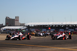 Start: Will Power, Team Penske and Helio Castroneves, Team Penske lead the field