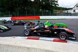 Felipe Nasr overtakes Lucas Foresti
