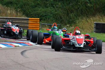 Oli Webb leads Lucas Foresti
