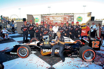 Race winner Will Power, Team Penske receives the inaugural 'Mario Andretti Road Championship Trophy' from Mario Andretti