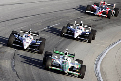 Tony Kanaan, Andretti Autosport leads the pack