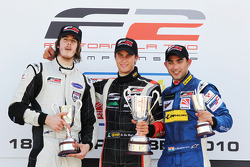 Race 1 podium and results: 1st Nicola de Marco, 2nd Will Bratt, 3rd Armaan Ebrahim