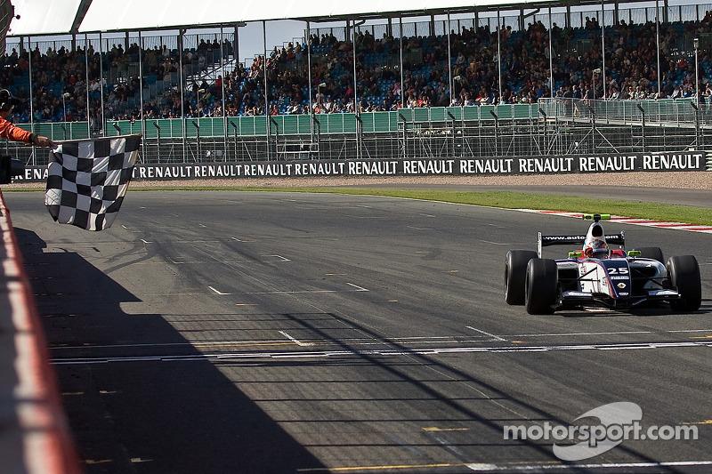 Esteban Guerrieri crosses the line to win