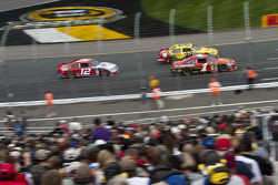 Jamie McMurray, Earnhardt Ganassi Racing Chevrolet, Clint Bowyer, Richard Childress Racing Chevrolet and Brad Keselowski, Penske Racing Dodge