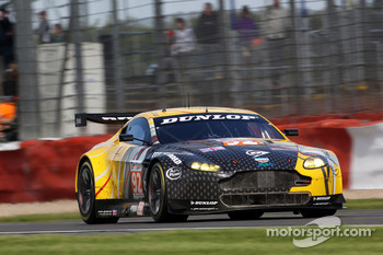 #92 JMW Motorsport Aston Martin V8 Vantage: Robert Bell, Darren Turner