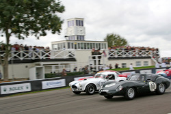 Start: Lister-Jaguar takes the lead