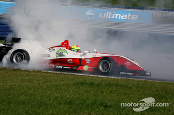 Alexander Sims, ART Grand Prix Dallara F308 Mercedes spins