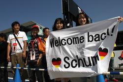 Japanese fans, Michael Schumacher, Mercedes GP