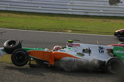 Vitantonio Liuzzi, Force India F1 Team crashes at the first corner