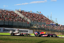 Mark Webber, Red Bull Racing leads Bruno Senna, Hispania Racing F1 Team