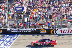 Tony Stewart, Stewart-Haas Racing Chevrolet takes the checkered flag